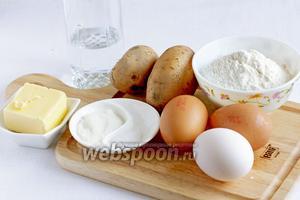 Для приготовления картофельных эклеров нужно взять яйца, картофель, муку, масло, воду, сахар и соль.