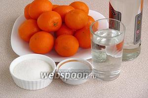 Для приготовления ликёра нужно взять мандарины, водку, сахар, воду, лимонный сок и ванилин.