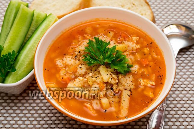Фото Томатный суп с куриным фаршем и макаронами