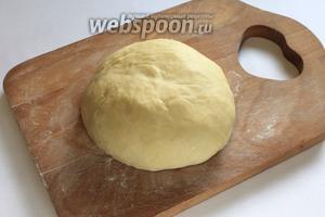На ощупь тесто, после отбивания, становится очень приятным.