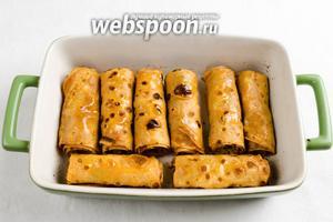 Готовые блинчики вынуть. Разложить на блюдо. Подавать к обеду горячими, полить топлёным маслом.