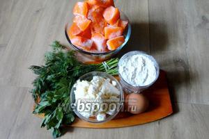 Для приготовления нам понадобится: для супа тыква и вода. Для клёцек; творог, яйцо, мука, зелень петрушки и укропа. А так же соль и специи по вкусу.
