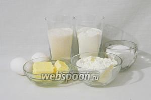 Для приготовления творожного кекса по ГОСТу возьмём муку, масло сливочное, сахар, мелкие яйца, разрыхлитель, сахарную пудру.