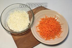 Подготовить рис и морковь. Рис хорошо промыть. Морковь натереть на тёрке.