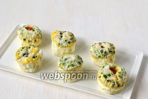 Паровые яичные кексы в мультиварке готовы.