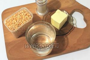 Для приготовления нам понадобятся горох колотый, вода, соль, сливочное масло. Горох и воду измеряем мультистаканами.