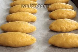 Выложить изделия на противень швом вниз и отправить в предварительно нагретую до 180°C духовку на 20 минут. Печенья ничем не смазываем!