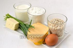 Для приготовления вафель нам понадобится сливочное масло, яйца, твёрдый сыр, сахар, мука, овсяные хлопья, зелёный лук, молоко.