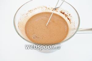 Добавить какао, перемешать и всыпать соду. После добавления соды смесь немного вспенится.