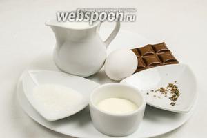 Чтобы приготовить блюдо, нужно взять молочный шоколад (хорошего качества), сахар, желток одного яйца, молоко, сливки 38% жирности, чёрный перец и кардамон 4 зерна (растолочь).