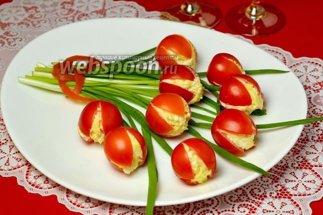 Фото Закуска «Тюльпаны» из помидоров