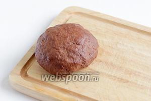 Тесто вымесить как следует, смазать маслом, завернуть в плёнку и положить в холодильник минимум на пол часа.