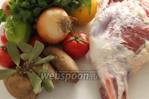 Для хашламы понадобятся: баранина, лук, болгарский перец, помидоры, кинза, лавровый лист, горошины чёрного перца, айва, соль и свежемолотый чёрный перец.