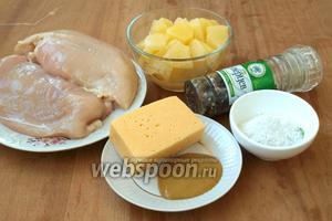 Подготовим ингредиенты: куриное филе, консервированный ананас, твёрдый сыр, горчицу, смесь перцев и соль.
