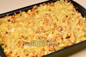 Запеканка должна внутри оставаться сочной, а сверху покрыта расплавленным сыром.