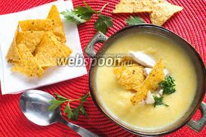 Мексиканский кукурузный суп с начос