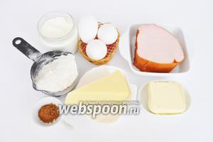 Для приготовления пирога возьмём муку, масло сливочное, яйца, бекон, твёрдый сыр.  Для теста все составляющие должны быть холодные. Мускатный орех потребуется молотый, примерно 1 чайная ложка. Сливки жирные 33%.