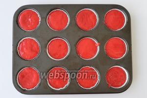 Выложить тесто. Получится ровно 12 штук. Выпекать при 170°C примерно 17 минут в разогретой духовке.