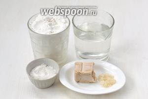 Для приготовления хлеба в мультиварке нам понадобится мука, вода, дрожжи свежие, соль, сахар.