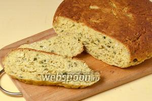 Готовый хлеб не такой воздушный, как дрожжевой, а более плотный, но вкус у него, за счёт всяких добавок и разной муки, замечательный.