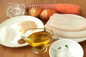 Для приготовления закуски нам понадобятся тушки кальмаров, морковь, репчатый лук, кунжут, уксус, молотый кориандр, соль, сахар и подсолнечное масло.