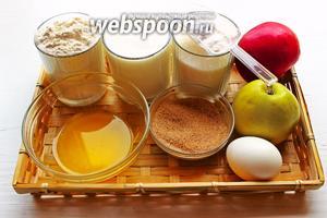 Что нам надо: 2 вида муки, кефир, сахар, масло (растопленное), яйца, яблоки, корица, разрыхлители.