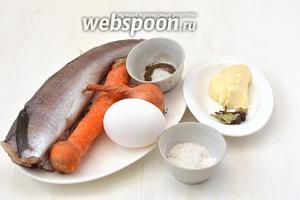 Для приготовления рыбных котлет на пару в мультиварке нам понадобится рыба (хек), яйцо, лук, морковь, сливочное масло, соль, перец, лавровый лист, душистый перец горошком.