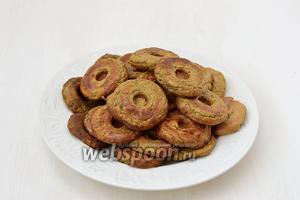 Пончики из печени готовы. Из этой порции продуктов выходит 30 пончиков.