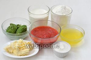 Для приготовления цветных вафель нам понадобится сливочное масло, сливки (30 %), белки трёх яиц, мелкий сахар или сахарная пудра, шпинат замороженный, клубничное пюре, мука.