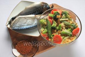 Для приготовления нам понадобятся скумбрия свежемороженная, брокколи, кукуруза, морковь, лук репчатый, сельдерей, горошек, приправа для рыбы и соль.
