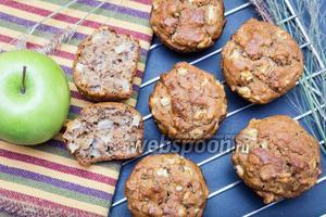 Кексы из цельнозерновой муки с орехами и яблоком