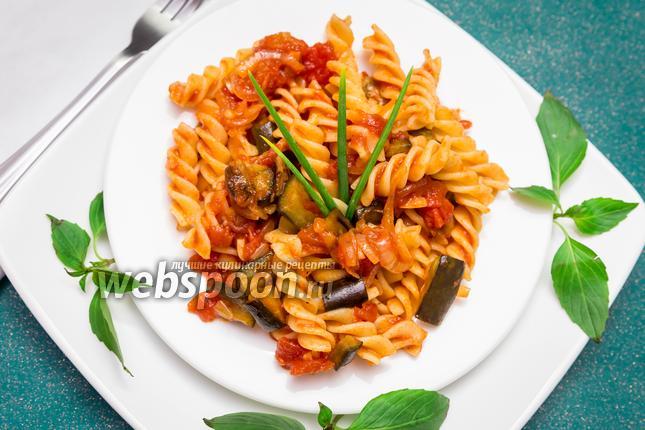 Фото Фузилли с томатным соусом и баклажанами