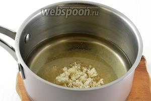 Воду соединить с сахаром и растворить сахар в воде.