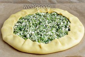 Смазать галету растительным маслом и поставить выпекать в разогретую духовку на 30 минут. Температура духовки —180°C.