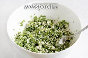 Смешать начинку до однородности и влить ложку растительного масла.