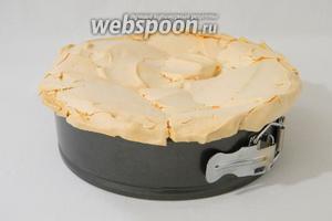 Выпекаем 30 минут при температуре 140°C, снижаем температуру до 100°C и выпекаем ещё 30 минут. Выключаем духовку, приоткрываем дверцу и даём остыть торту.