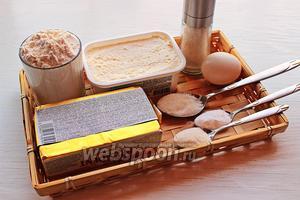 Для теста надо: мука, масло/маргарин, сыр, соль, разрыхлитель, сода, сахар и яйцо (может быть).