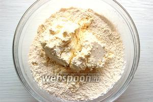 Добавить сыр/творог (творог может быть любой жирности, главное сухой и гладкий).