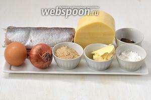 Для приготовления рыбных фрикаделек нам понадобится хек, твёрдый сыр, панировочные сухари, яйца, лук, сливочное масло, соль, перец.