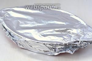 Форму закрыть фольгой и отправить в духовку на 1 час при 180ºC.