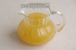 При желании квас можно подкрасить жжёным сахаром.