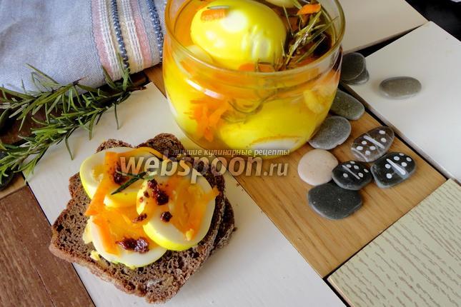 Фото Маринованные яйца жёлтые