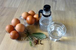 Для приготовления маринованных яиц нам понадобятся: яйца, вода, уксус 9%, лавровый лист, веточка розмарина, гвоздика, бадьян, куркума, чеснок, соль, сахар.