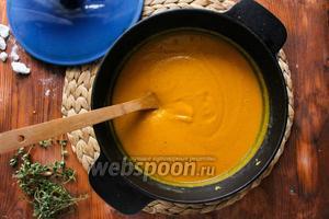 Для надежности удалите из супа примерно 2 шумовки овощей. Измельчите суп блендером и, если суп получился слишком водянистым, добавьте оставшиеся овощи. А если суп получился слишком густой, влейте 100 мл кипятка. Попробуйте суп на соль, и если требуется, добавьте в суп соли и перца. Приятного аппетита!