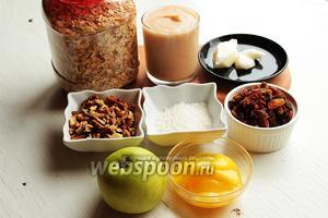 Для яблочной гранолы нам надо: овсяные хлопья (у меня 7 минут), яблочное пюре готовое или  домашнее , изюм (промытый, высушенный), мёд, кокосовое масло, стружка, орехи, кунжут, пряности.