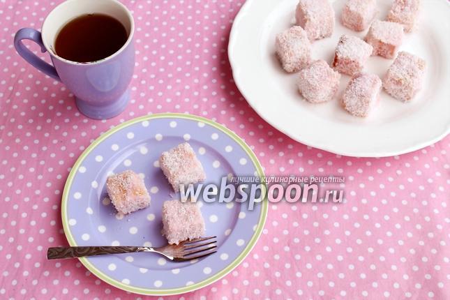 Фото Ламингтоны — пирожные в кокосовой обсыпке