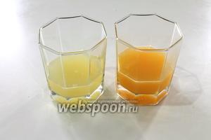 Из апельсина и лимона выжать сок.