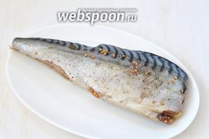 Разморозить рыбу в холодильнике. Рыба готова.