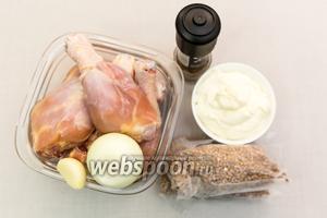 Для приготовления нам понадобятся: куриные голени, гречневая крупа, лук, чеснок, сметана, сыр, корица, соль.