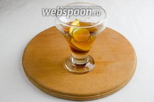 Добавить кленовый сироп и ром (коньяк).